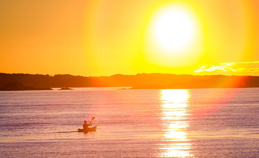 Paddeln in den Sonnenuntergang